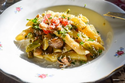 Penne with Asparagus and Mushroom