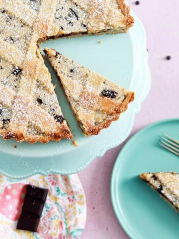 Crostata ricotta e cioccolato-feature-slice on a plate-tart on a stand