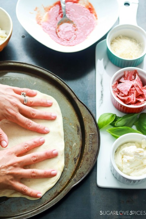 Calzone Napoletano-stretching dough