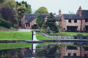 modershall oaks spa, gazebo, outdoor wedding venue, staffordshire, bride and groom, lake