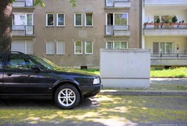 Auto vor Gebäude in Berlin #7 - Sugar Ray Banister