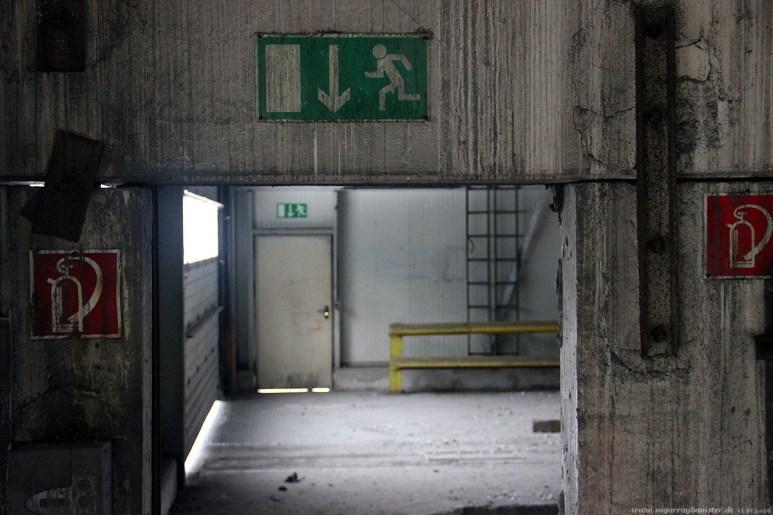 Fabrik im Hafen 14 - SugarRayBanister