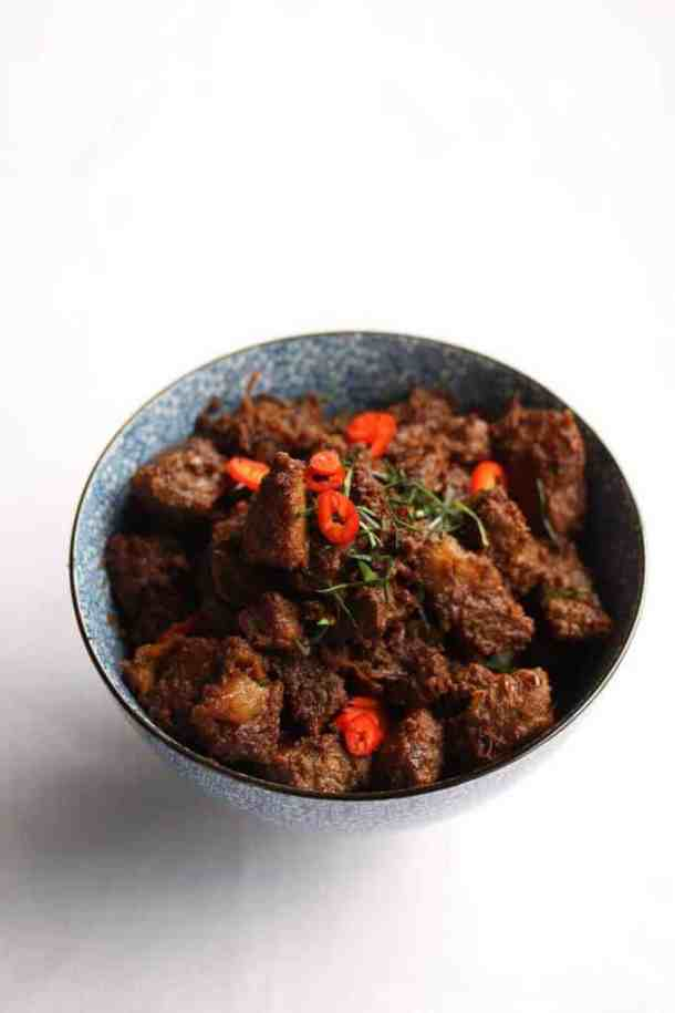 Malaysian Beef Rendang Recipe - Beef Rendang is an extremely popular, and richly flavouredMalaysian coconut beef curry. #curry #slowcooked