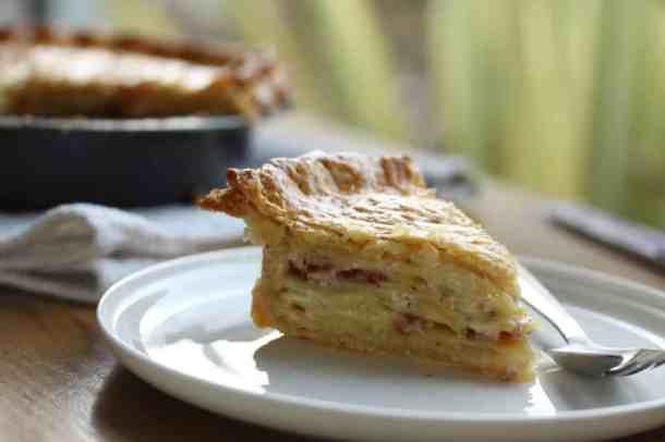Potato and Bacon Tart - creamy potato and bacon, all wrapped up in a flaky buttery pastry. #potato #bacon