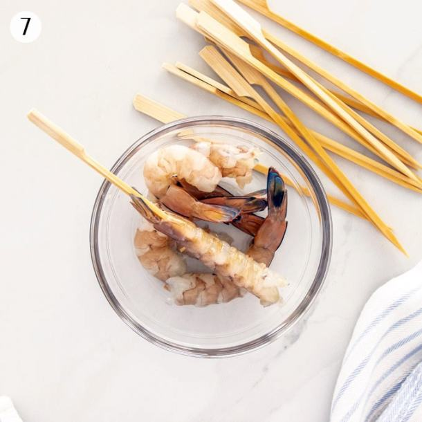 Image showing how to thread prawns onto wooden skewers