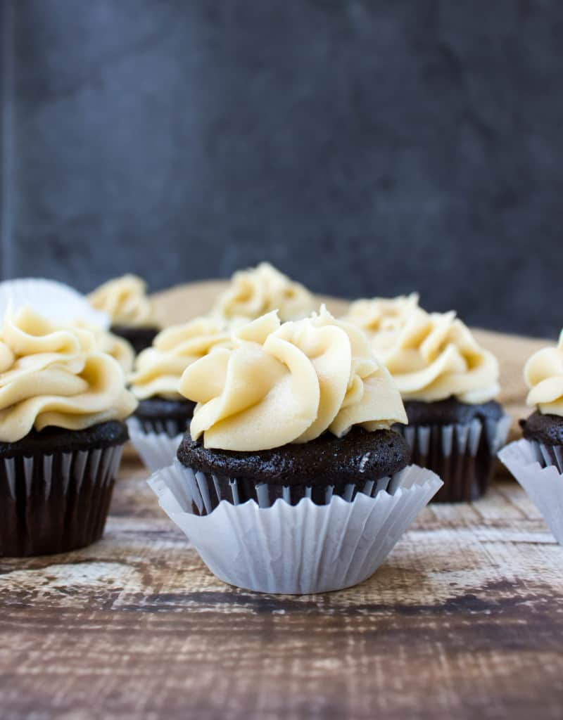 Dark chocolate mini cupcake with salted caramel frosting-3