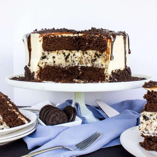 chocolate cake with oreo cheesecake center