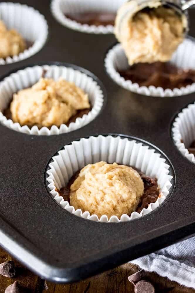 Peanut Butter Filled Chocolate Muffins -- rich chocolaty muffins with a peanut butter cheesecake filling || Sugar Spun Run