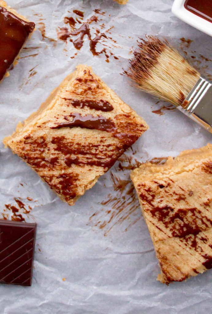 Easy Peanut Butter Blondie Bars--brushed with dark chocolate    SugarSpunRun