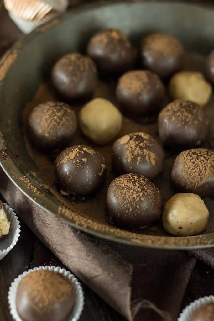 Easy Peanut Butter Truffles -- Sugar Spun Run