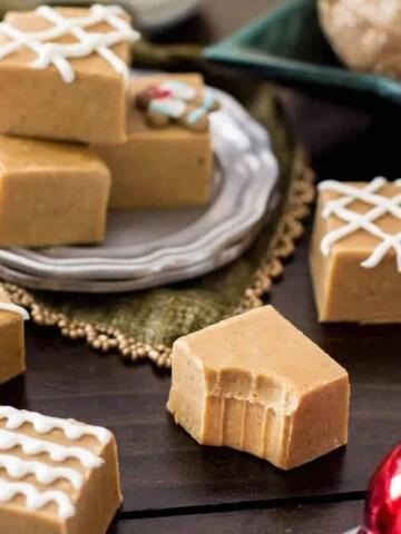 Squares of gingerbread fudge