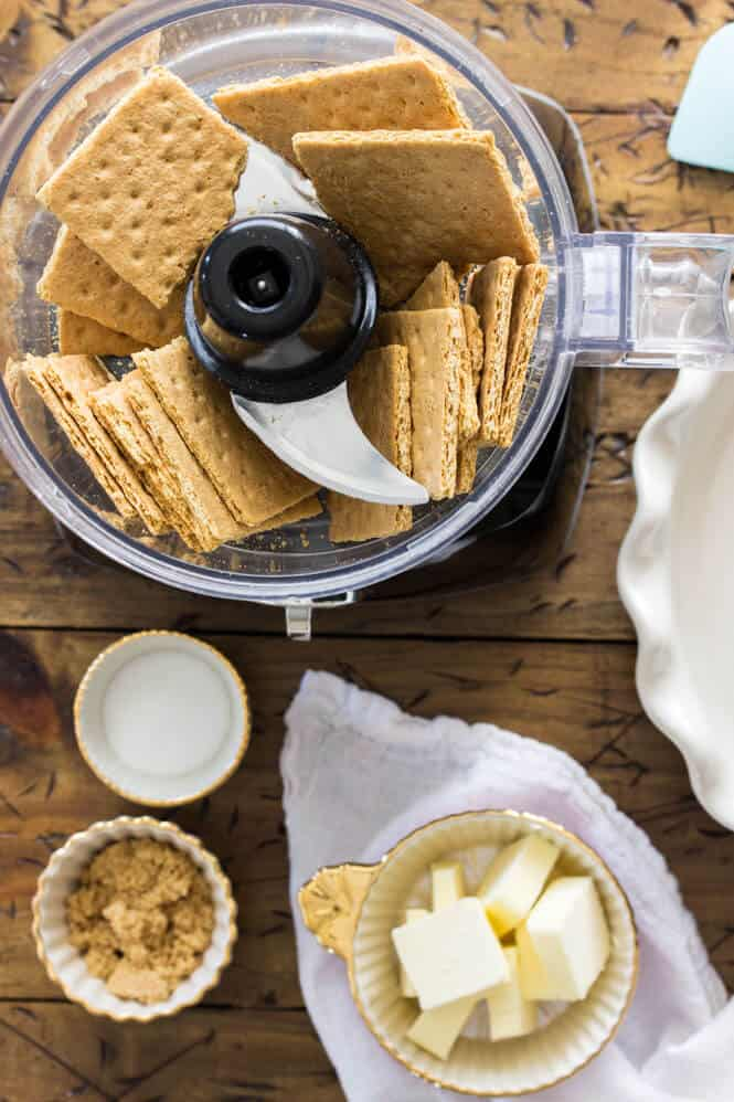 How to make an easy graham cracker crust from scratch || Sugar Spun Run