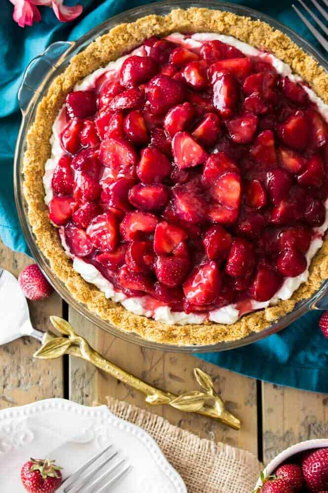 A sweet, simple, strawberry cream cheese pie || Sugar Spun Run