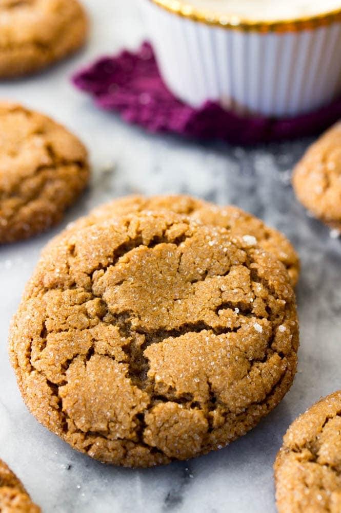 Crackly, soft Molasses cookies