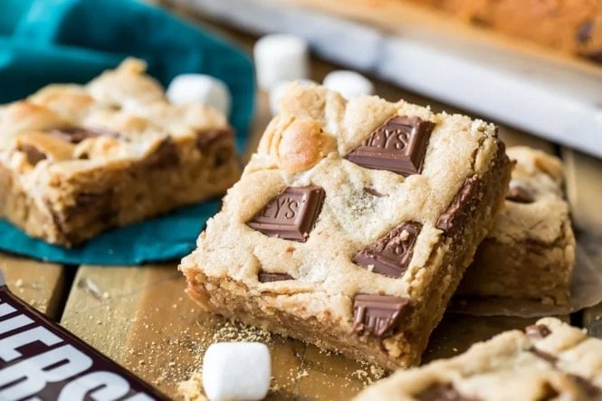 Peanut butter s\'mores bars