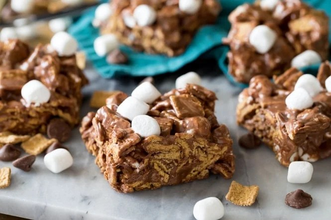 Sliced square of s'mores cereal bars