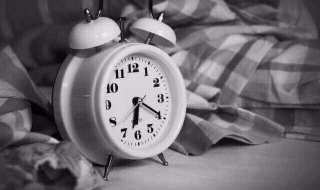 朝起きれない原因の睡眠相後退症候群