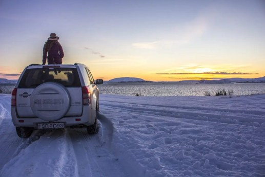 Þingvellir National Park car sunrise golden cirlce solo female travel icelend winter roadtrip