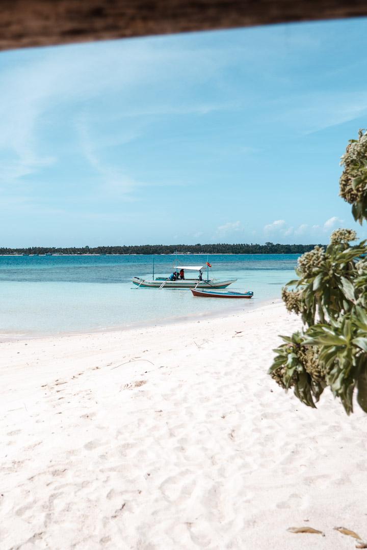 Island hopping Philippines - Balabac Palawan