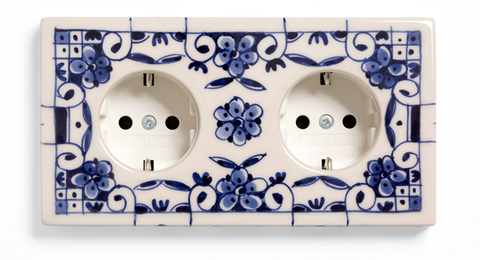 Suit'd Suits Cover Model double, Handpainted Delft Blue 'Curls', ceramics