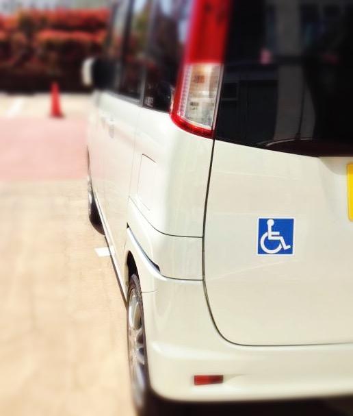 国際シンボルマークの車への表示