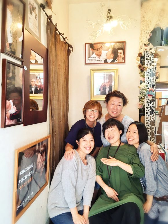 後方右側から時計回りに、斎藤さん、ゆかねこ、がらっぱち、ゆっぴー、五本木愛