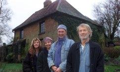 I Crass oggi: Gee Vaucher, Eve Libertine, Steve Ignorant, Penny Rimbaud, foto recente alla Dial House