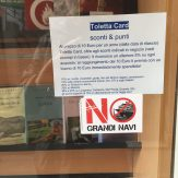 Venezia No grandi navi vetrina libreria Toletta