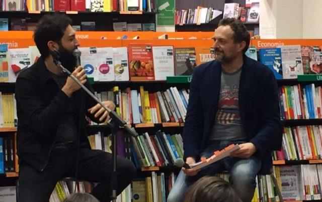 Vasco Brondi e Giulio Brusati, Le Luci della Centrale Elettrica alla libreria Feltrinelli Verona.