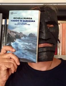 Maschera sarda e il libro della Murgia