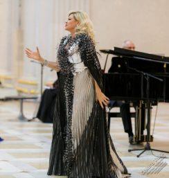 CHIARA TAIGI - Molteplici Standing Ovation - Vestito collezione privata stilista Pino Cordella - Concerto Omaggio a Renata Tebaldi - San Pietroburgo - Russia - 02 Novembre 2019