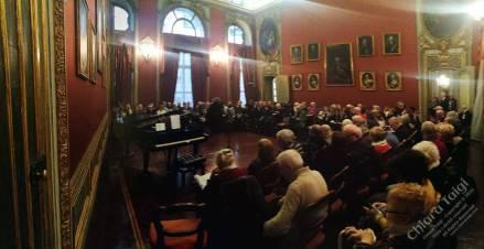 Momenti di tensione all'ingresso ed ore di fila all'esterno di Palazzo Barolo per poter assistere al Concerto di Chiara Taigi, posti limititati per motivi di sicurezza e molte persone non hanno potuto assistere al concerto.