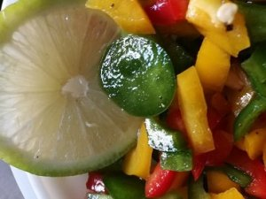 Chicken with bell pepper salad