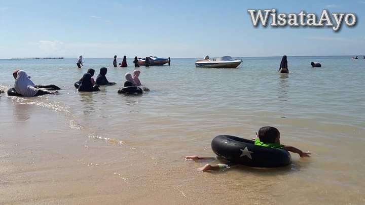 Pantai Toronipa, Konawe, Sulawesi Tenggara.