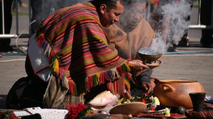 Los sacerdotes consultaron a la hoja de coca sobre el futuro de las fiestas.