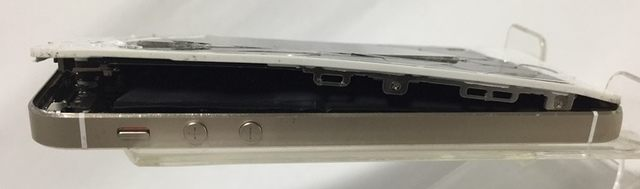 iPhone5Sのハマグリ状態を横から