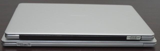 Jumper EZBook X4 IPS パネル版、背面よりヒンジ部分
