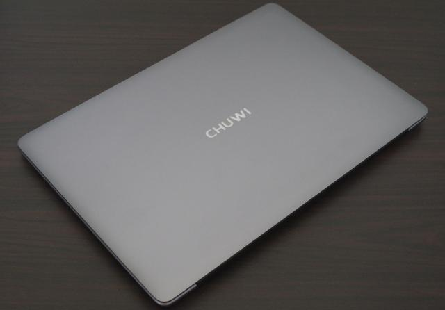 Chuwi LapBook SE 天板 斜めより