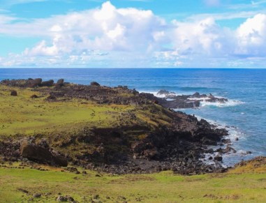 Ahu Akahanga-Moais tumbados in Eastern Island, Chile