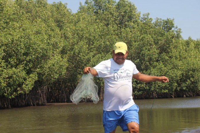 Local fisherman Giovani teaching a few artisan fishing techniques in the mangroves near El Paredon, Guatemala