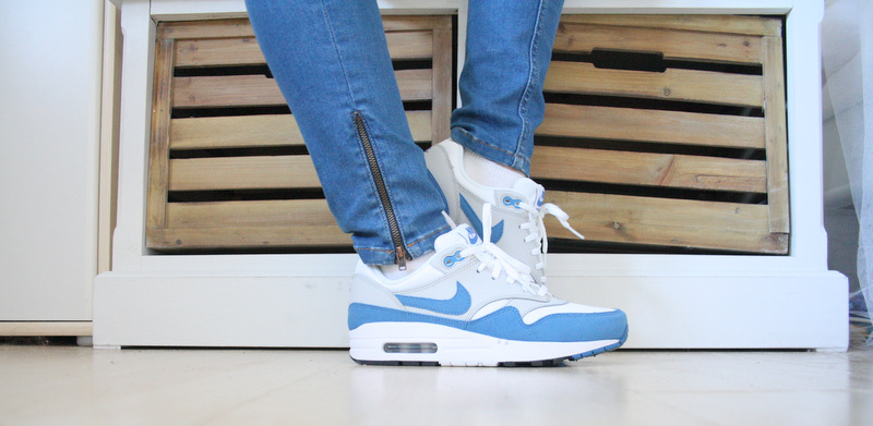 AIR MAX GIRL – SHADES OF BLUE