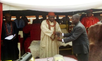 HRH Zaiki Abumere II, Onojie of Ekpoma receiving an Award