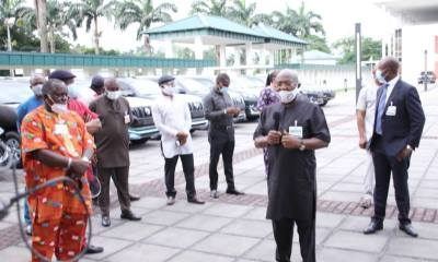 Governor Wike Gifts SUVs to Rivers NASS Members, represented by the State Chairman of PDP, Ambassador Desmond Akawor.