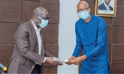 (L-R) Edo State Governor, Mr Godwin Obaseki and the Acting Chairman of the group, Mr. Henry Okpamen, during a courtesy visit to the Governor at the Government House, Benin City