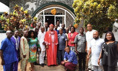 The Monarch of Idjerhe kingdom, His Royal Majesty, Monday Obukohwo Whiskey, Udurhie 1, flanked by select journalists in Delta State during a courtesy visit to his Palace in Ethiope West local government area of Delta State.