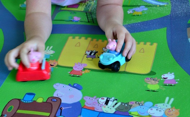 Peppa Pig Jumbo Play Mat And Magnetic Dress Up Toys Review