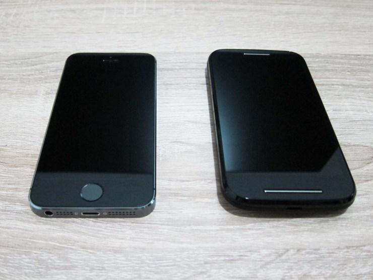 Moto E next to iPhone 5s