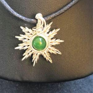 Jade-Sonnenanhänger Jadeschmuck Schmuckdesign