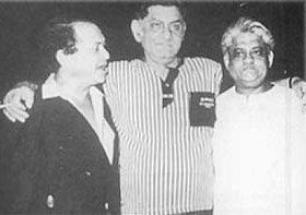 Anand Bakshi with Laxmikant Pyarelal(Pic courtesy: hindilyrics.net)