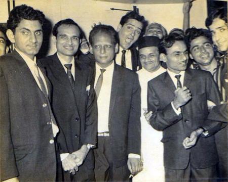 Pic shows Anand Bakshi with Kalyanji, Anandji, Shammi Kapoor and Shashi Kapoor (Pic courtesy: memsaabstory.com)